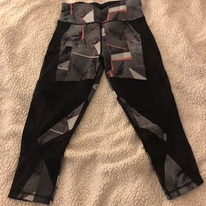Sweaty Betty cropped yoga pants. Size Small.